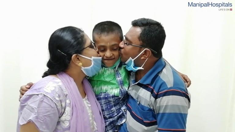 dakshith-dr-thomas-kishen-scoliosis-surgery-manipal-hospitals-india.jpg